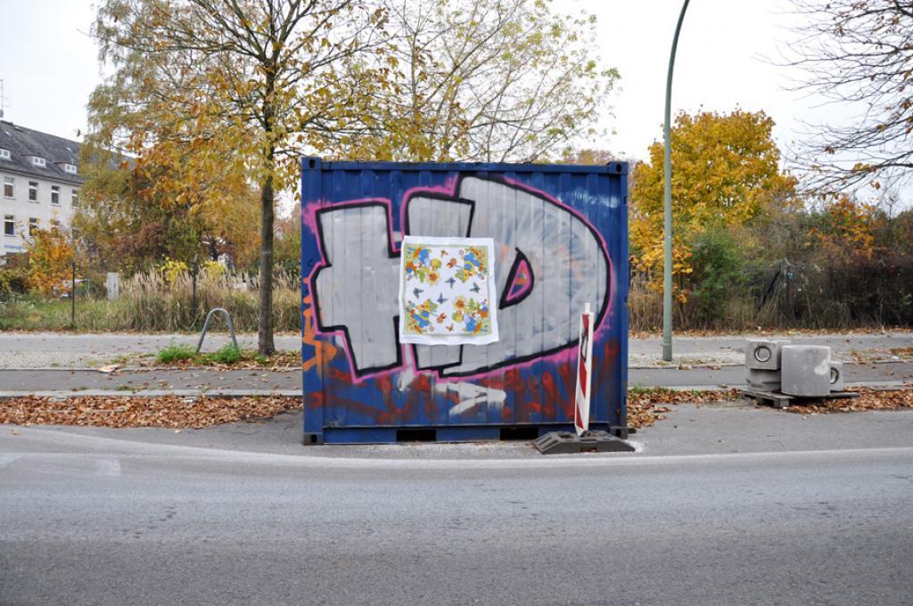 leyla rodriguez, textiltaggx, textile markierungen, street art, textil art