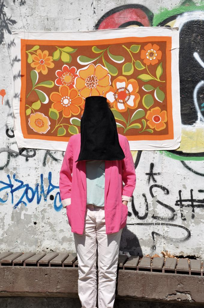 leyla rodriguez, no face look, selbstsetzung, anonymous look