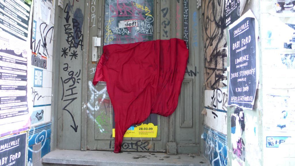 leyla rodriguez, isle of lox, textile markierungen, fabrics street art