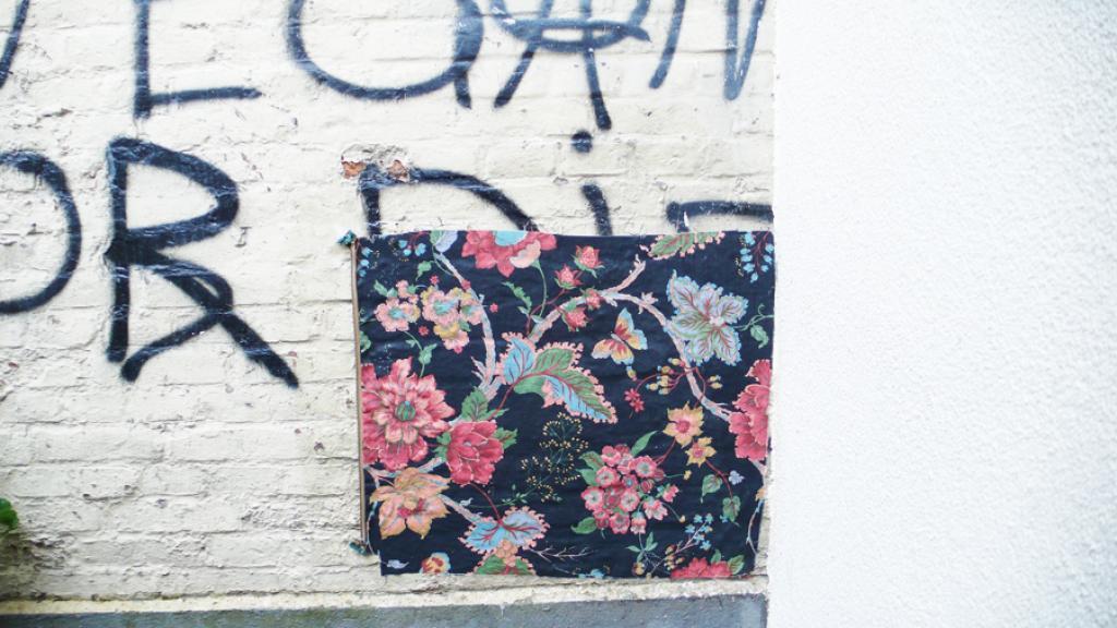 leyla rodriguez, textiltaggx, street art, tischdecke, tableclothing